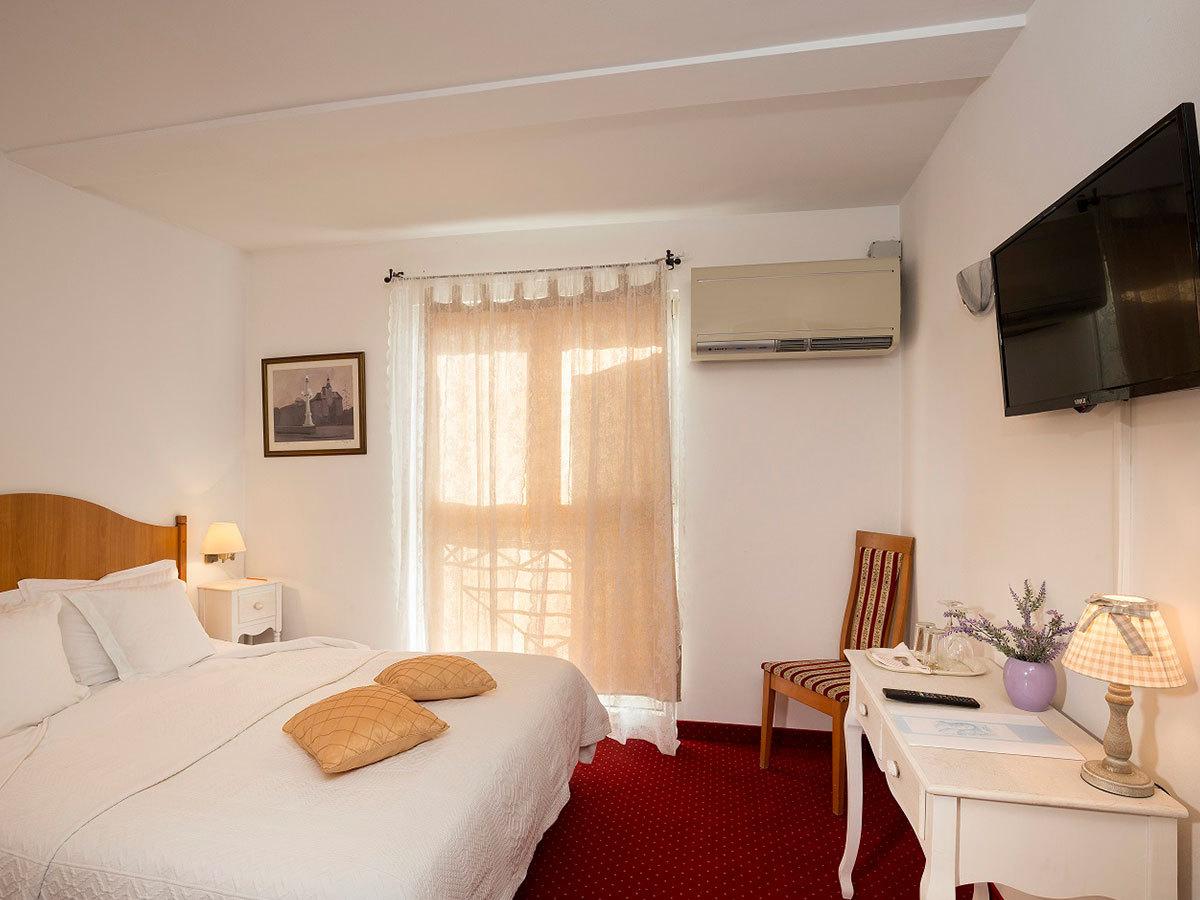 2019.05.11.-06.06. és  2019.09.30-11.03. között: Horvátország, Rovinj Hotel Vila Lili *** 6 nap 5 éjszaka  2 főnek
