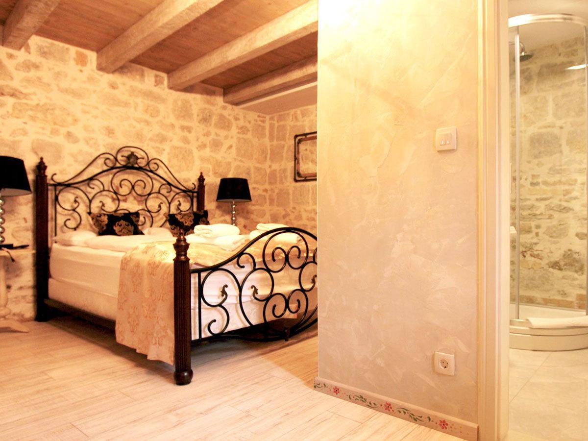 2019.04.01-től 2019.05.31-ig; 2019.10.01-2019.10.31 Split, Horvátország – Heritage Palace Varos **** 4 nap 3 éjszaka 2 fő részére