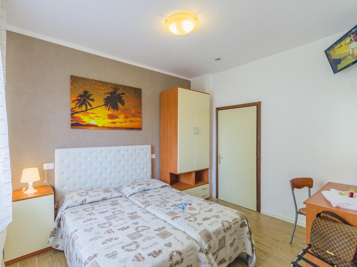 2019.07.13.-07.26. és 2019.08.18-08.24  között: Hotel Villa Del Mare*** Bibione 4 nap 3 éj 2 fő részére reggelivel