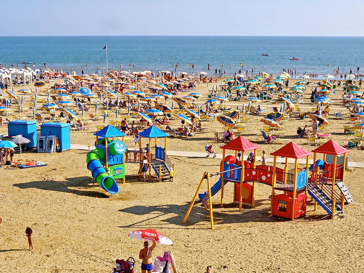 Olaszország,  Bibione - Hotel Villa Del Mare*** 3, 5 vagy 7 éjszaka szállás 2 fő részére reggelivel saját stranddal