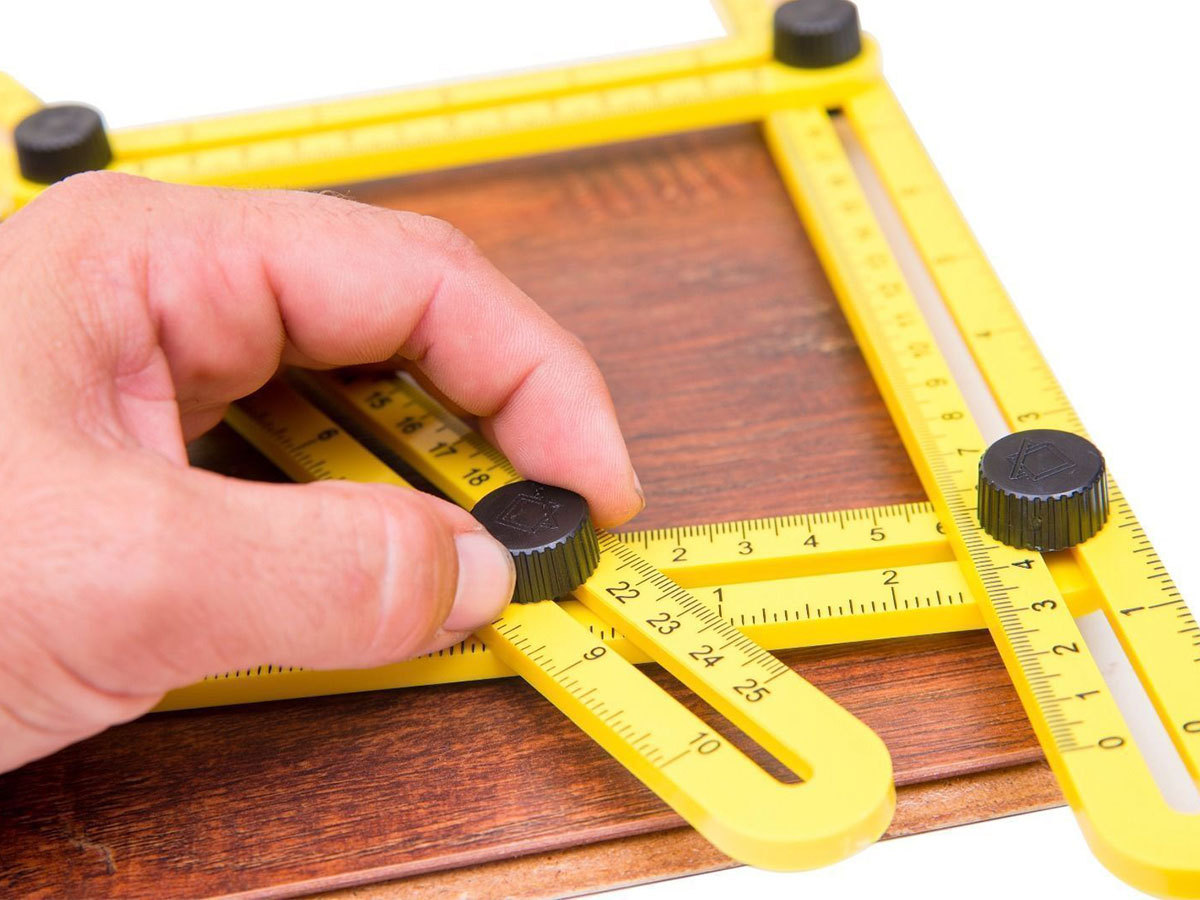 Szögsablon, mely remekül illeszkedik a mérendő tárgy alakjához, gyorsabban és pontosabban mérhetsz használatával
