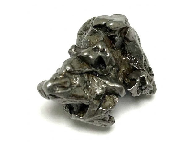 Meteorit medál - egyedi ékszer az űrből, kb. 15 mm átmérőjű medál