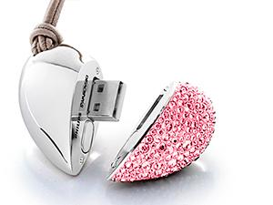 Szív alakú Swarovski ékszer pendrive (2 GB)