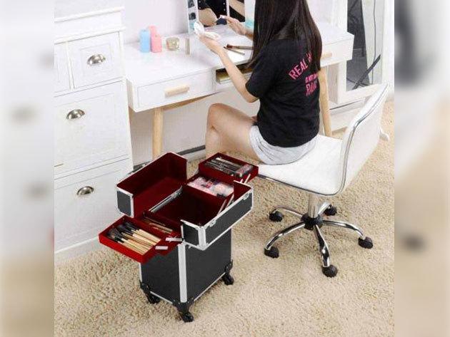 Gurulós smink bőrönd: 4 kisebb tálca, 1 nagy tárolórekesz, zárható csatokkal és teleszkópos nyéllel