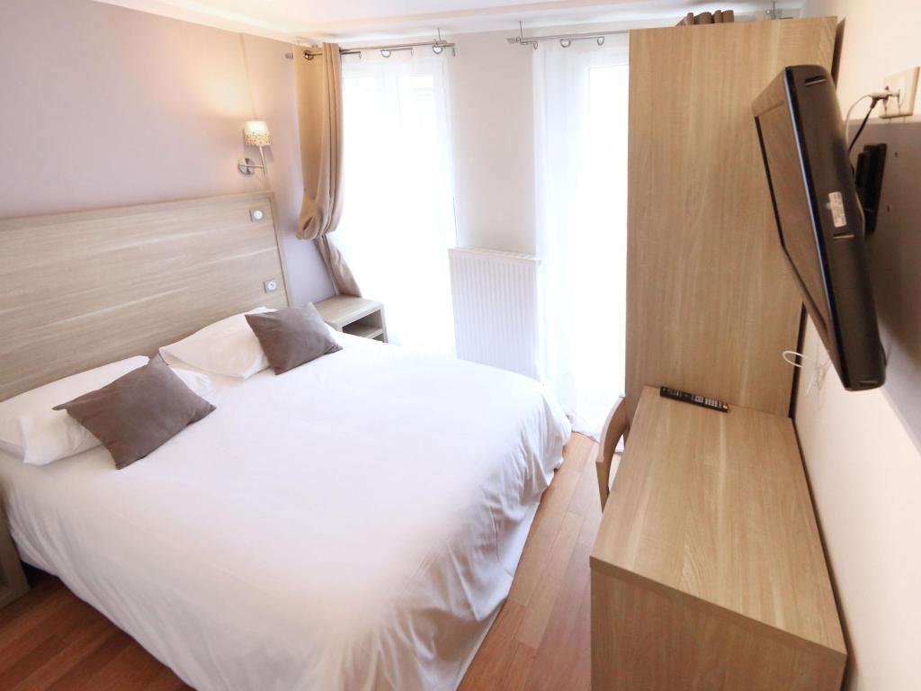 Párizs, Franciaország - Luxelthe Hotel*** 4 nap 3 éjszaka szállás kényelmes franciaágyas, kétágyas szobában 2 fő részére