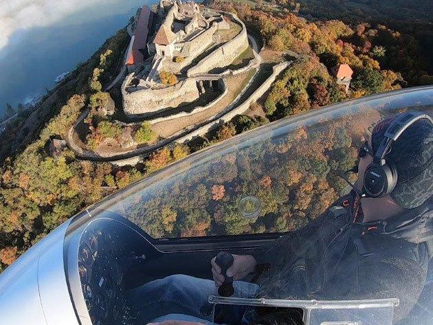 Mini helikopter élményrepülés - Elméleti oktatás és tesztvezetés 20-30-60 perc a magasban vagy akár repüld végig az egész Dunakanyart, profi pilótával!
