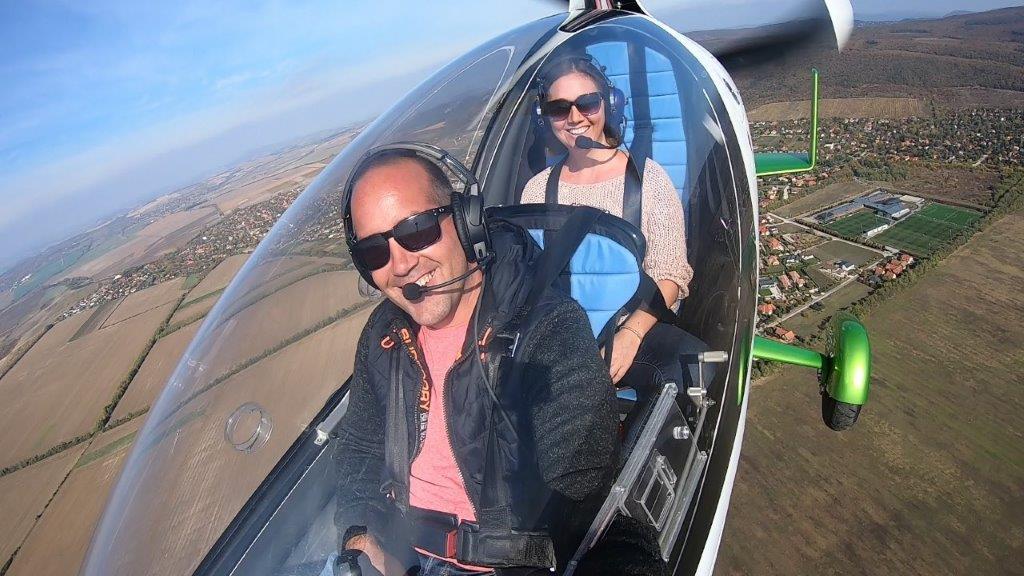 Mini helikopter élményrepülés: 10 perces elméleti oktatás és a Dunakanyar végigrepülése