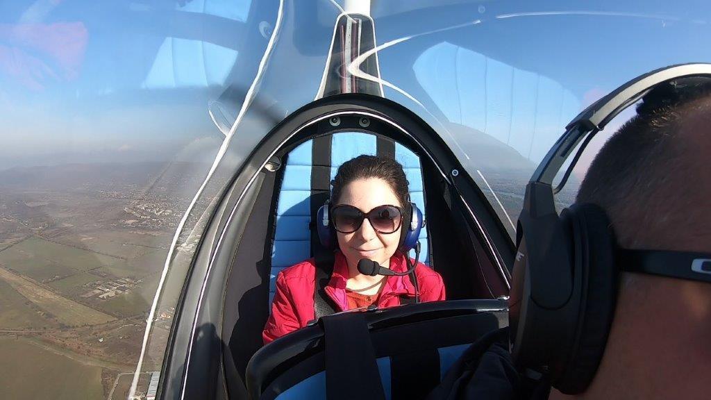 Mini helikopter élményrepülés: 10 perces elméleti oktatás és 1 óra repülés