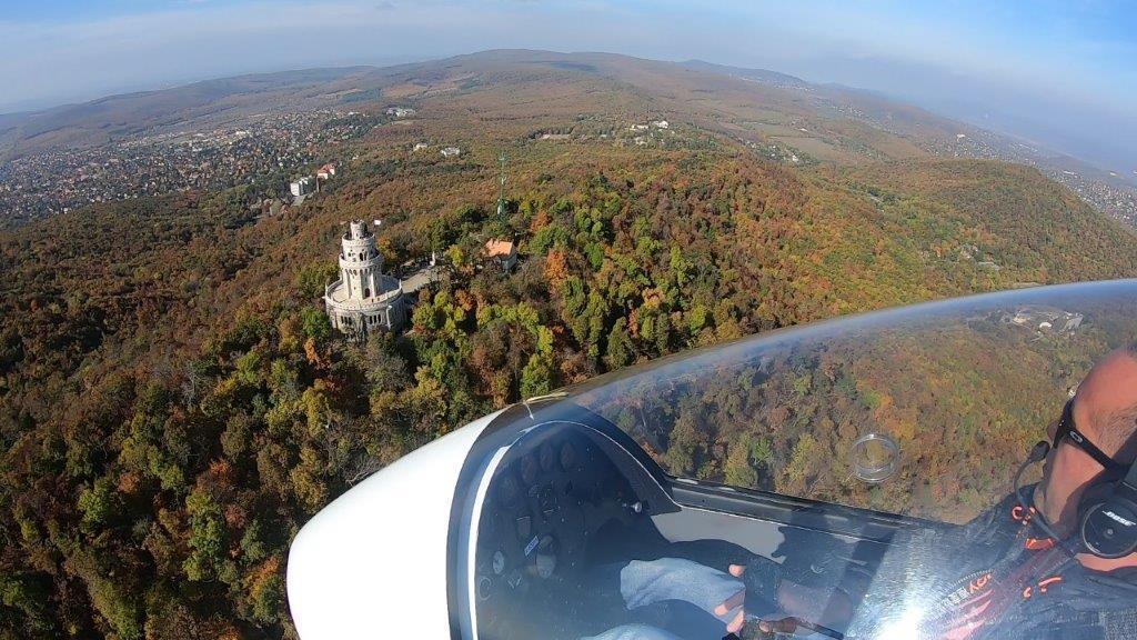 Mini helikopter élményrepülés: 10 perces elméleti oktatás és 30 perces sétarepülés