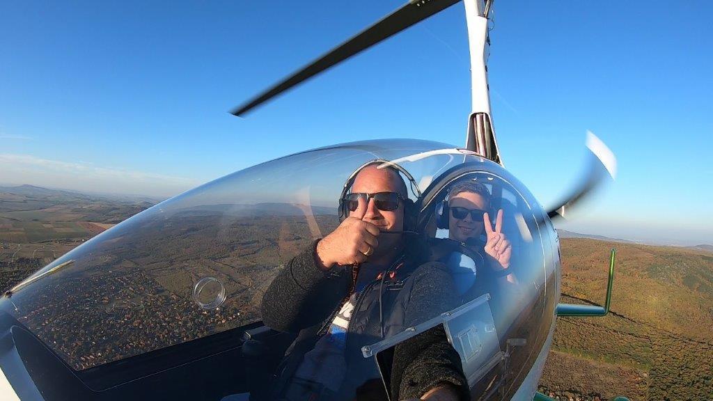Mini helikopter élményrepülés: 10 perces elméleti oktatás és 20 perces repülés