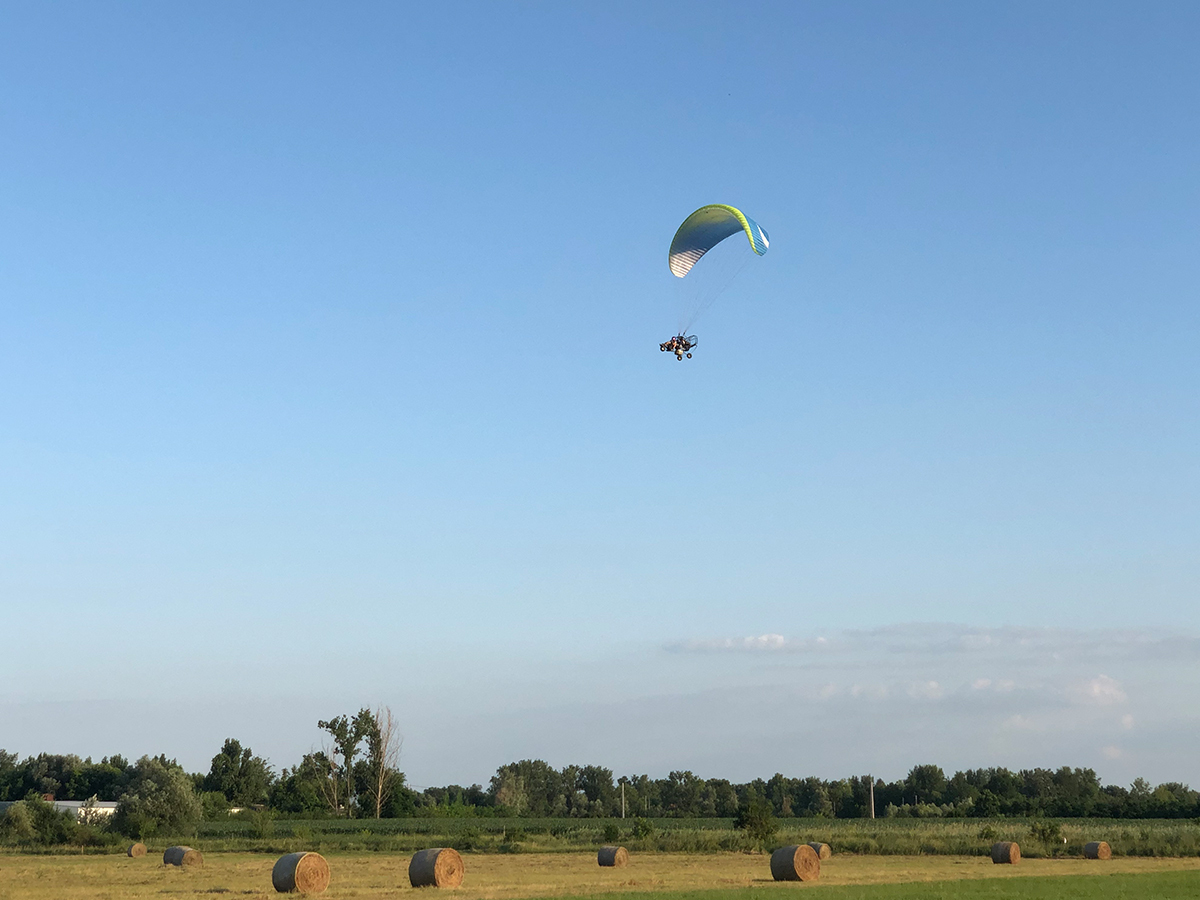 Motoros siklóernyő sétarepülés - Trájk (10 perc) választható helyszínen
