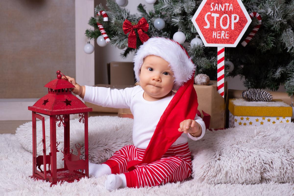 Karácsonyi fotózás 4 fő részére: 1,5 órás fotózás 100-140 db nyers kép 8 db kiválasztott retusált kép
