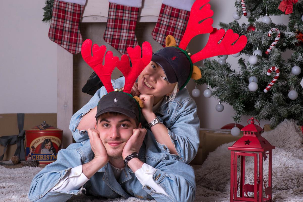Karácsonyi fotózás 4 fő részére: 2 órás fotózás 100-140 db nyers kép 10 db kiválasztott retusált kép