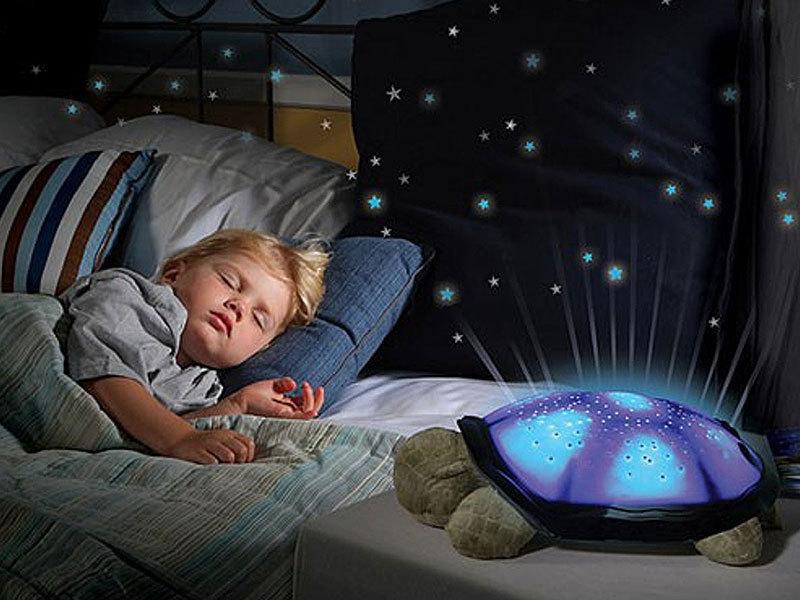 Világító plüssteknős - három nyugtató színben vetíti ki a csillagokat, dekoráció és éjszakai irányfény egyben
