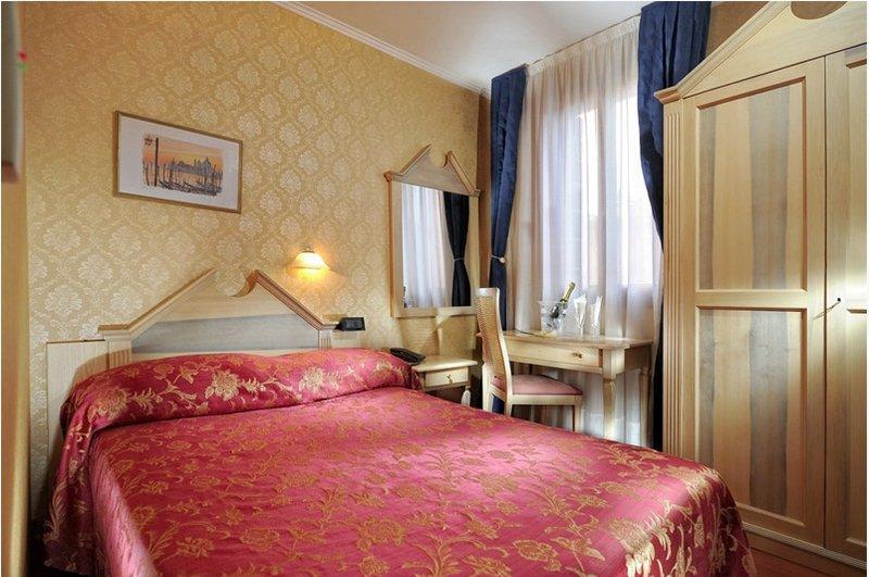 Elő- és utószezon - 4 nap 3 éjszaka 2 fő részére reggelivel és belépő a velencei Casino-ba (Hétvégén: P-V)