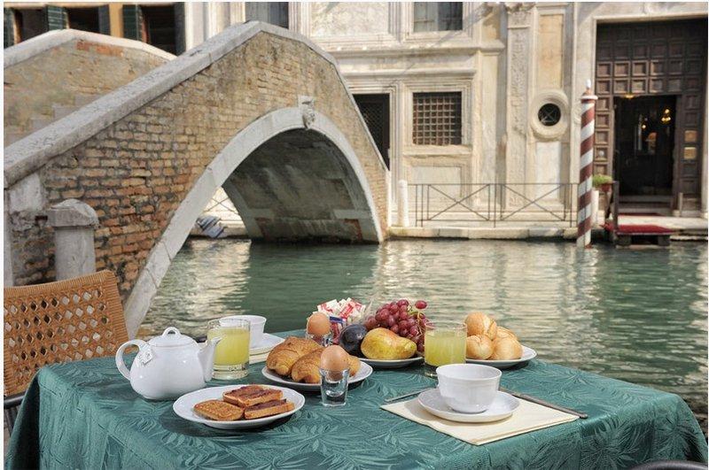 Középszezon - 3 nap 2 éjszaka 2 fő részére reggelivel és belépő a velencei Casino-ba (Hétvégén: P-V)