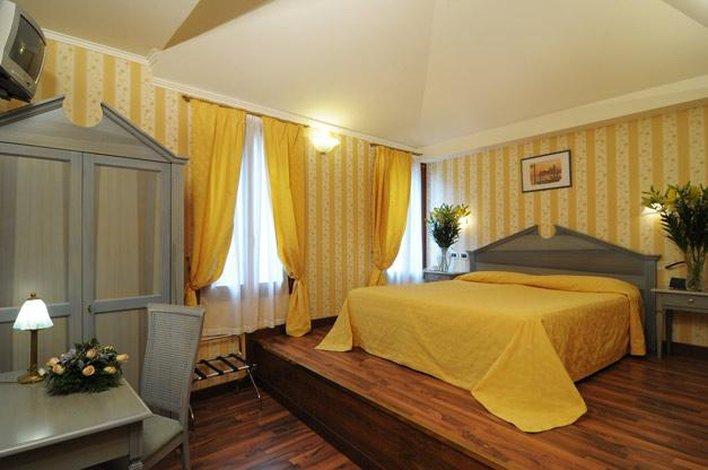 Főszezon - 4 nap 3 éjszaka 2 fő részére reggelivel és belépő a velencei Casino-ba (hétköznap Hé-Csüt)
