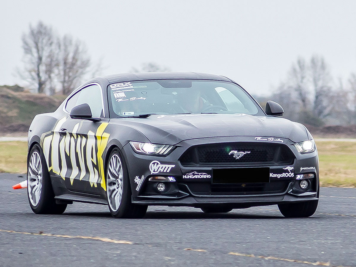 Városi (közúti) vezetés egy Mustang Gt 500 -val 90 perc