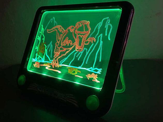 Világító varázstábla filcekkel és sablonokkal - a neon fényben világít, fejleszti a képzelőerőt és a kézügyességet