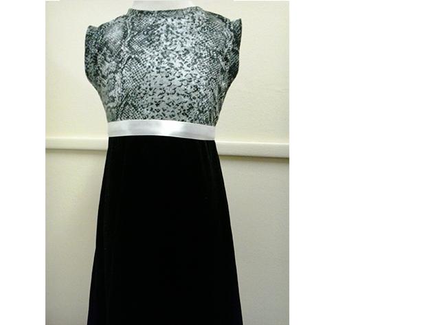 4000 Ft értékben válogathat Partnerünk kínálatában, vagy ezt az értéket beszámítja egy új ruha elkészítésének költségébe.