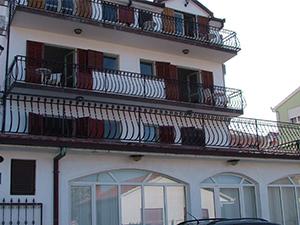 Hegyekre néző 4 fős dupla erkélyes apartman