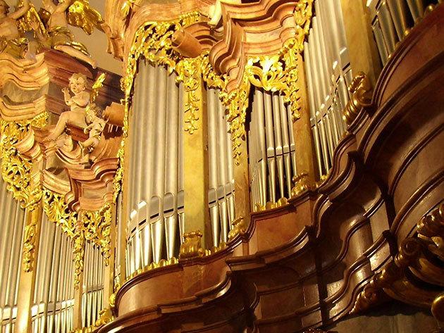 Dunaparti nyáresti kikapcsolódás, Orgonakoncertek a Szent Anna templomban
