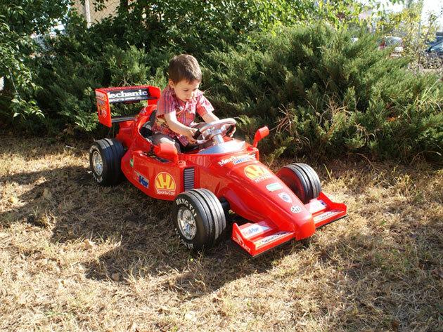 Elektromos F1 autó piros