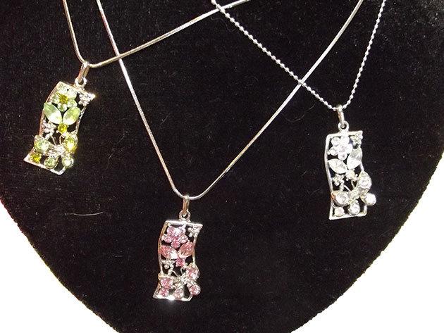 Hosszú lánc kristály pillangókkal