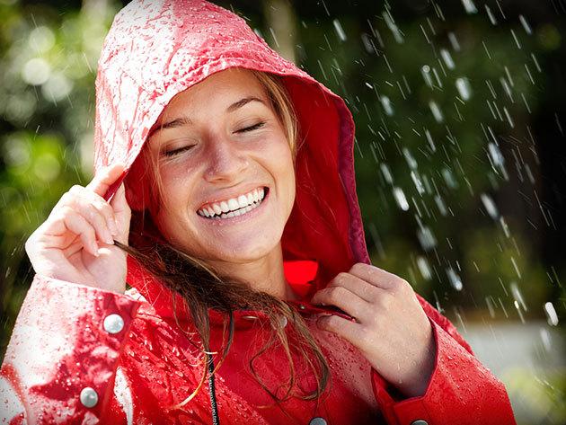 Masszív esernyő és helytakarékos esőkabát, nélkülözhetetlen felszerelés az esős napokra!