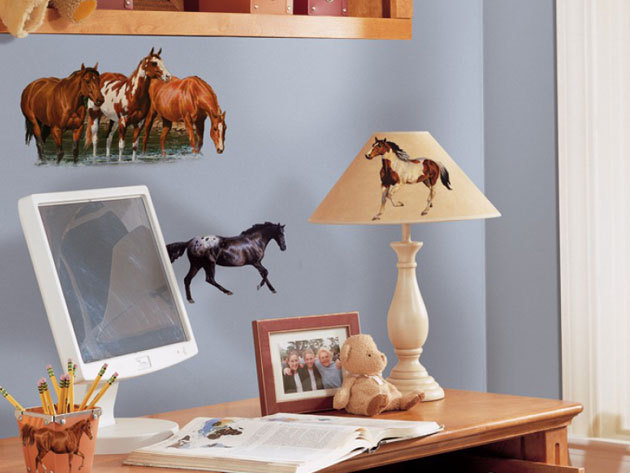 Lovas falmatrica (Az íven 11 lovas matrica található. A legnagyobb kb 40x30cm, a legkisebb kb 10x10cm-es.)