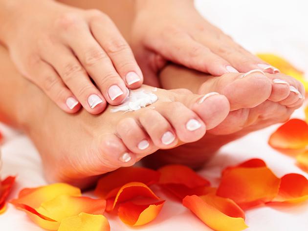 Spa gyógypedikűr bőrradírozással és bőrpuhító mély hidratáló krémes lábmasszázzsal