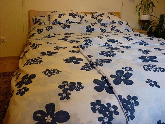Kék-fehér virágos ágyneműhuzat garnitúra