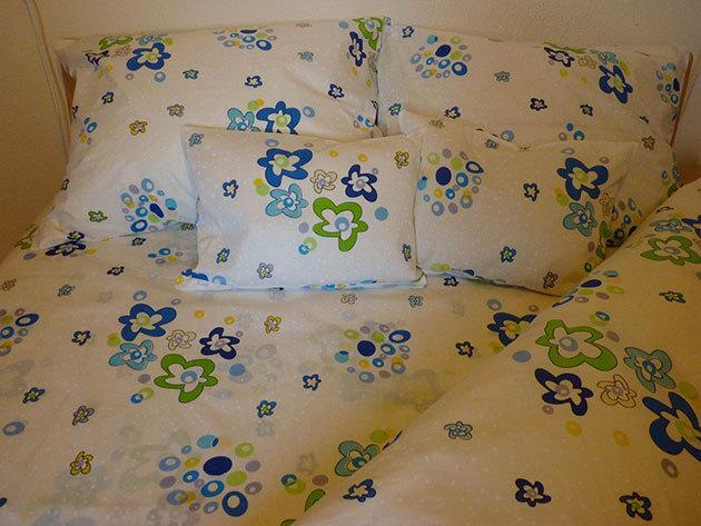 Kék és zöld virágos ágyneműhuzat garnitúra