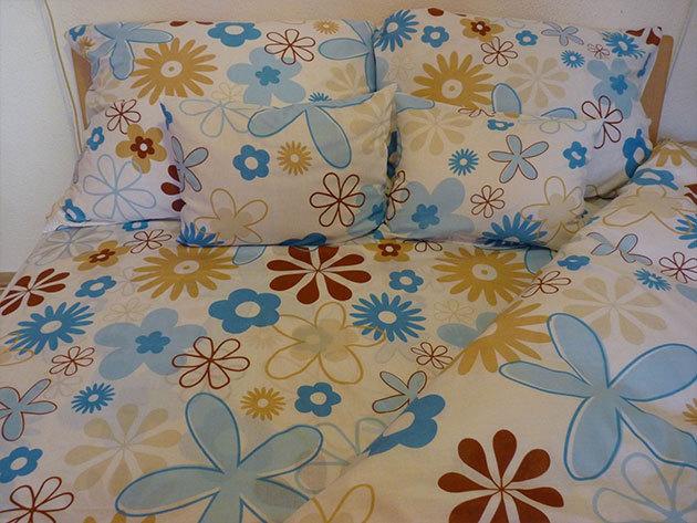 Tavaszias, kék és barna virágos ágyneműhuzat garnitúra