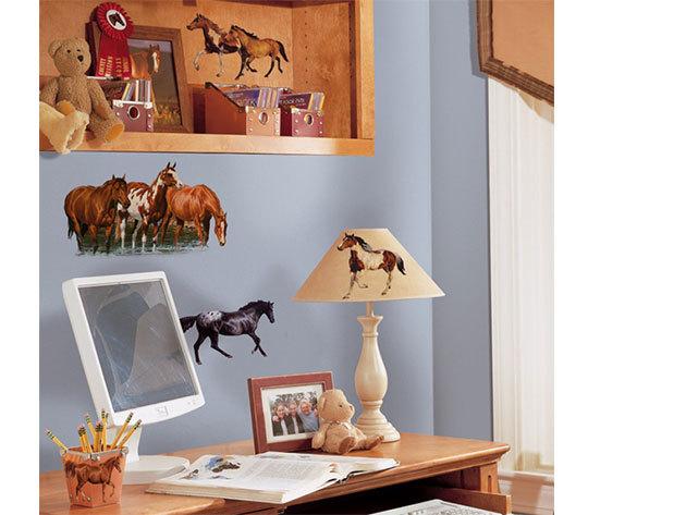 Lovas falmatrica (11 lovas matrica található. A legnagyobb kb. 40x30cm, a legkisebb kb 10x10cm-es)