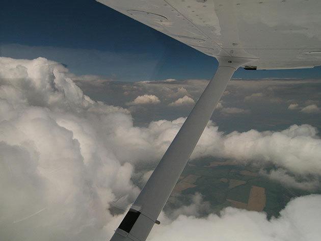 Repülőgép vezetés - a 20 perces sétarepülés során, oktató pilóta kíséretében átveheted a repülőgép irányítását