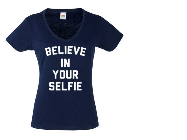 'Believe in your selfie' - V-nyakú női póló