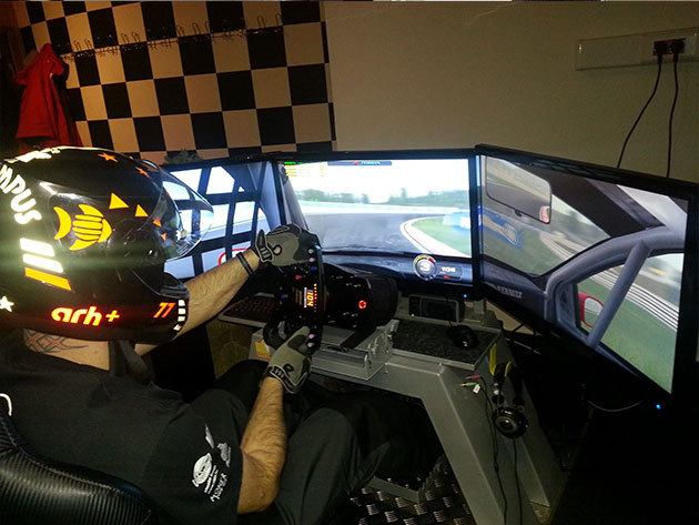 1 óra autóverseny szimulátorozás 1 fő részére - Racecenter Szimulátor Központ