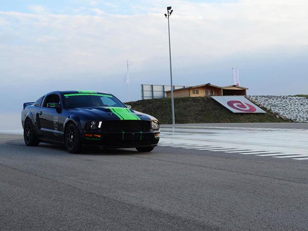 2 órás vezetéstechnikai tréning + 3 kör élményvezetés a 450 lóerős Mustang GT Roush sportautóval