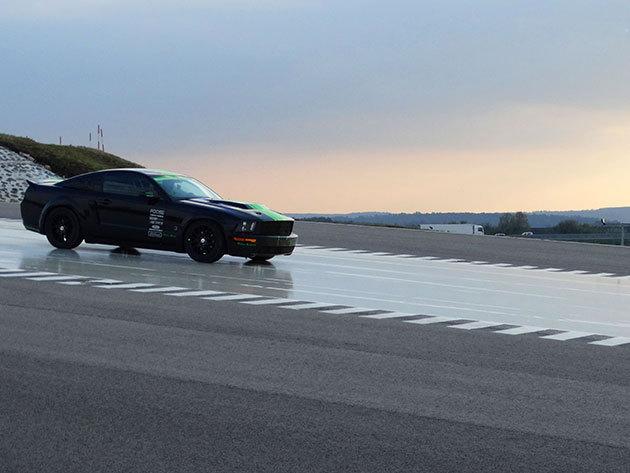 2 órás vezetéstechnikai tréning + 6 kör élményvezetés a 450 lóerős Mustang GT Roush sportautóval