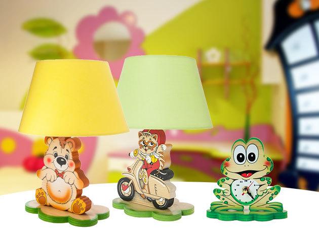 Fából készült lakberendezési tárgyak a gyerekszobába - éjjeli lámpa és óra